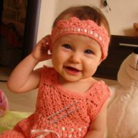 Персиковое платье и повязка для малышки