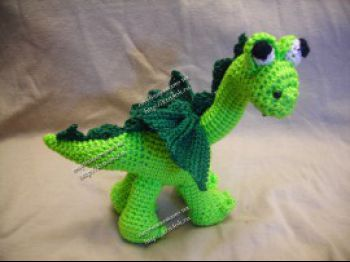 Вязаная игрушка бронтозаврик (дракон). Вязание крючком.