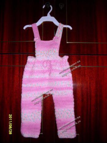 Вязанный комбинезон для девочки. Вязание крючком.