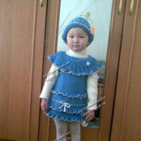 Вязаное крючком платье со шляпкой
