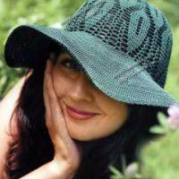 Зеленая шляпа с полями