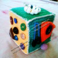 Вязаная игрушка «Развивающий кубик»