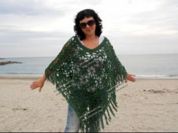 Вязание пончо для женщин из мотивов