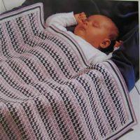 Вязаный плед для малыша