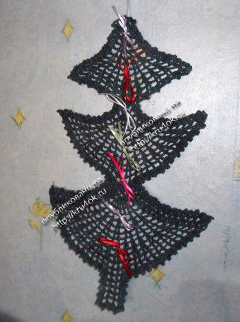 Вязаная елка – украшение на стену