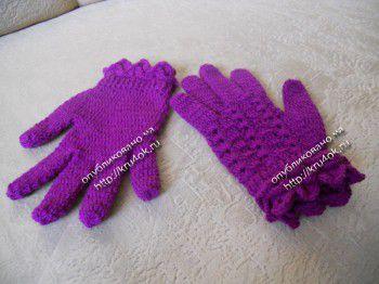 Вязаные крючком перчатки с узором чешуя или крокодиловая кожа