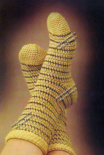 Полосатые носки, связанные крючком. Вязание крючком.