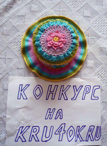 Разноцветная шапочка для девочки. Вязание крючком.