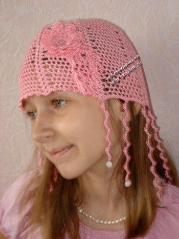 "Летняя шапочка для девочки ""ЗАВИТУШКИ"". Вязание крючком."