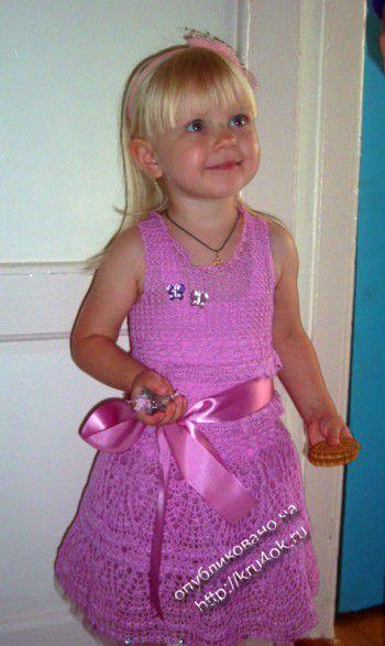 Нарядное платье для девочки — работа Натальи Чоловской. Вязание крючком.