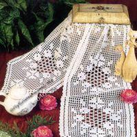 Вязаная салфетка — дорожка, филейное вязание