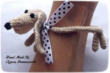 Браслет такса Минни - вязаное украшение