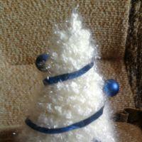 Ёлочка белая, связанная крючком