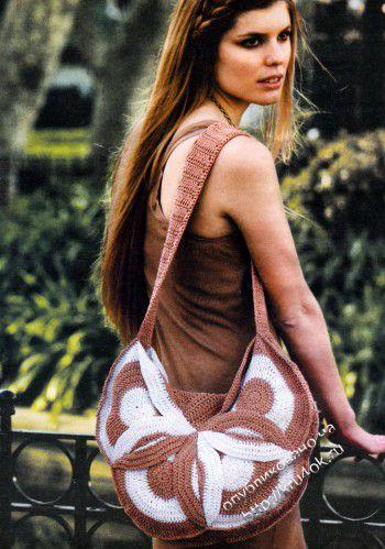 Вязаная крючком коричневая сумка