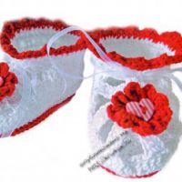 Вязаные крючком пинетки с сердечками