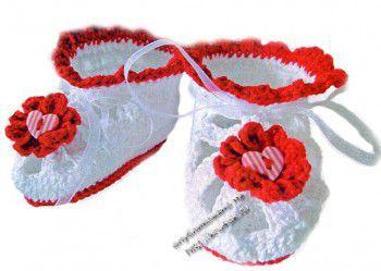 Вязаные крючком пинетки с сердечками. Вязание крючком.