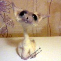 Вязаная игрушка котик