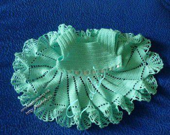 Вязаное крючком платье цвета мяты