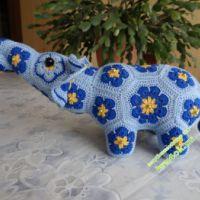 Вязаный слоник — работа Елены