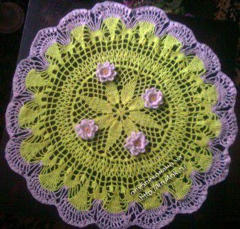 Салфетка с цветами связана крючком