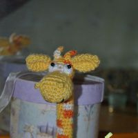 Вязаная игрушка — жираф