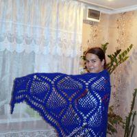 Синяя шаль с узором «ананас»