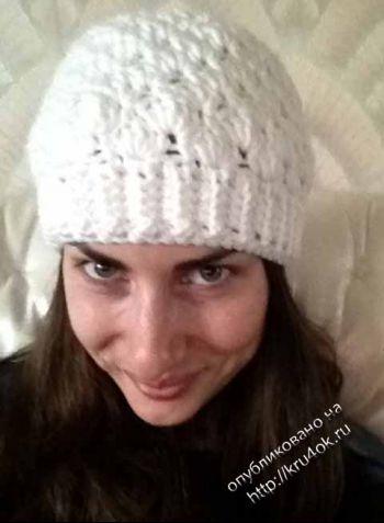 Теплая женская шапочка крючком