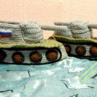 Тапочки в виде танка — работа Татьяны