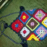 Вязаная сумочка из мотивов бабушкин квадрат