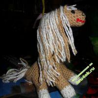 Вязаная крючком лошадка — работа Оксаны