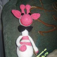 Вязаная игрушка жираф — работа Юлии