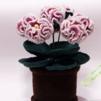 Цветы в горшочке вязаные крючком — работа Ольги