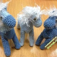 Вязаные лошадки — работы Ольги