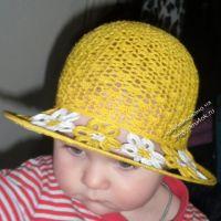 Шляпка с полями из ромашек