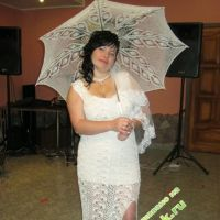 Платье, связанное в технике ленточного кружева