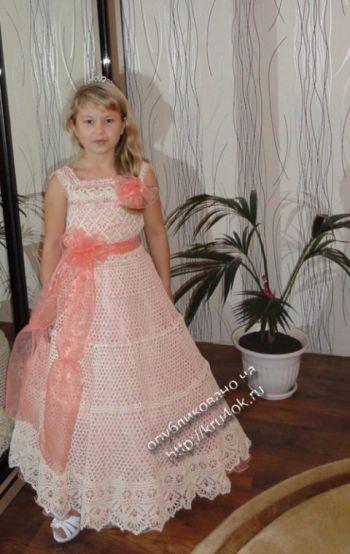 Вязаное платье для девочки. Вязание крючком.