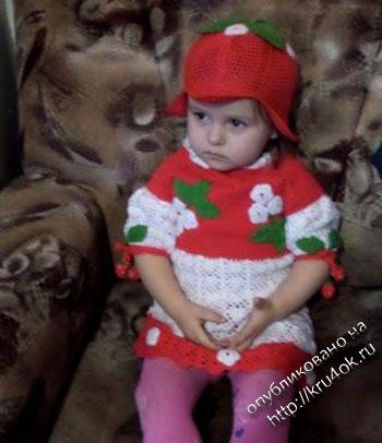 Детское платье и шапочка связанные крючком. Вязание крючком.
