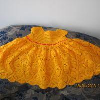 Оранжевое платье для девочки, связанное крючком