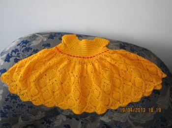 Оранжевое платье для девочки, связанное крючком. Вязание крючком.