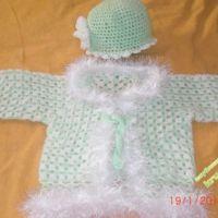 Вязаная кофточка и шапочка для девочки — работа Екатерины