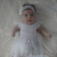 Белоснежное платье для девочки, связанное крючком