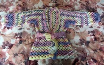 Детская кофта из квадратных мотивов. Вязание крючком.