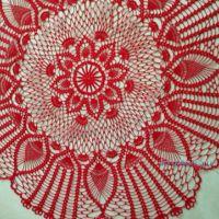 Красная скатерть крючком — работа Виктории