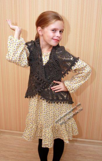 Ажурный жилет для девочки крючком — работа Ирины