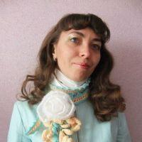 Шарфик — украшение Белая роза — работа Елены