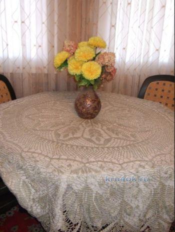 Скатерть Хоровод листьев – работа Марии Казановой. Вязание крючком.