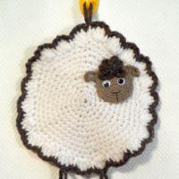 Прихватка овечка — работа Поваровой Александры