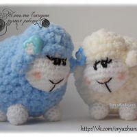 Пушистая овечка амигуруми — работа Татьяны Сакадиной