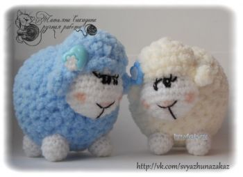 Пушистая овечка – работа Татьяны Сакадиной. Вязание крючком.