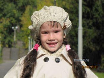 Берет и шарф для девочки — работы Арины. Вязание крючком.